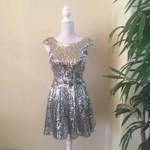 Dresses & Skirts - Beautiful Sequins Dress